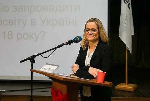 Голова громадської організації «Internationales Haus Sonnenberg» Віола фон Крамон, керівниця проєкту «Молодь дебатує» — шкільні дебати