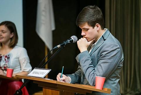 Фіналісти Першого національного дебатного турніру «Молодь дебатує»