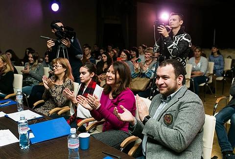 Журі Першого національного фіналу дебатного турніру «Молодь дебатує»: голова громадської організації EdCamp Ukraine Олександр Елькін, керівниця проєкту «Молодь дебатує» Ольга Пішель, Яна Григанська,експертка проєкту, Юлія Манохіна, EdCamp Ukraine