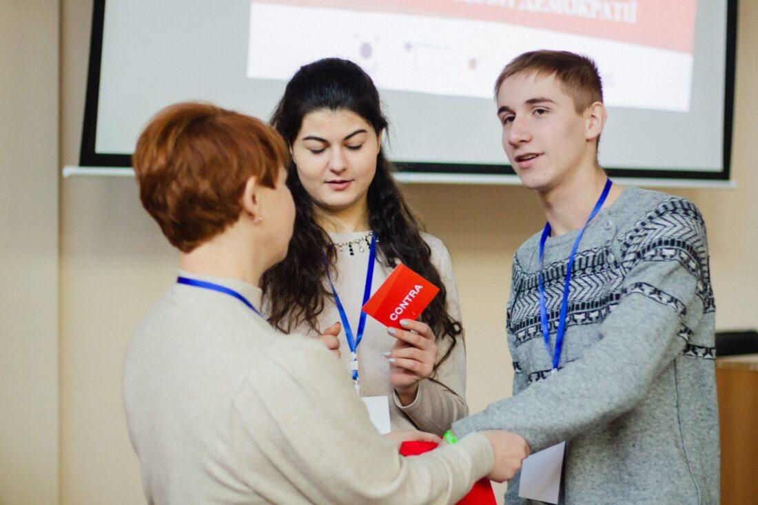 Фіналісти національного дебатного турніру «Молодь дебатує»:Марія Сивак, м.Тернопіль, Богдан Козлов, м. Запоріжжя