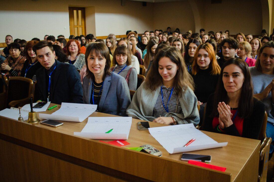 Журі національного дебатного турніру «Молодь дебатує»: студент Максим Чеботарьов, Наталія Кідалова — переможниця Göobal Teacher Prize Ukraine 2019, Віталіна Ніжинська — студентка, переможниця дебатного турніру «Jugend debattiert»