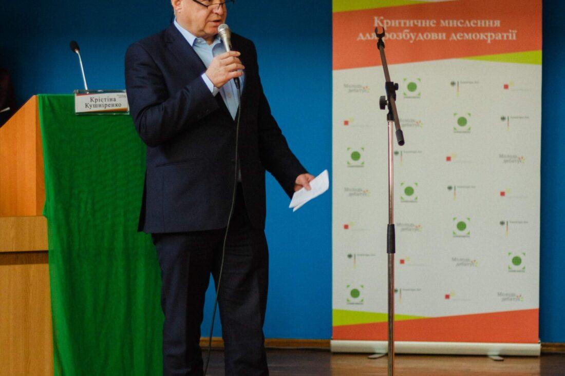 Генеральний консул Федеративної Республіки Німеччина д-р Штефан Кайль вітає учасників національного дебатного турніру «Молодь дебатує»