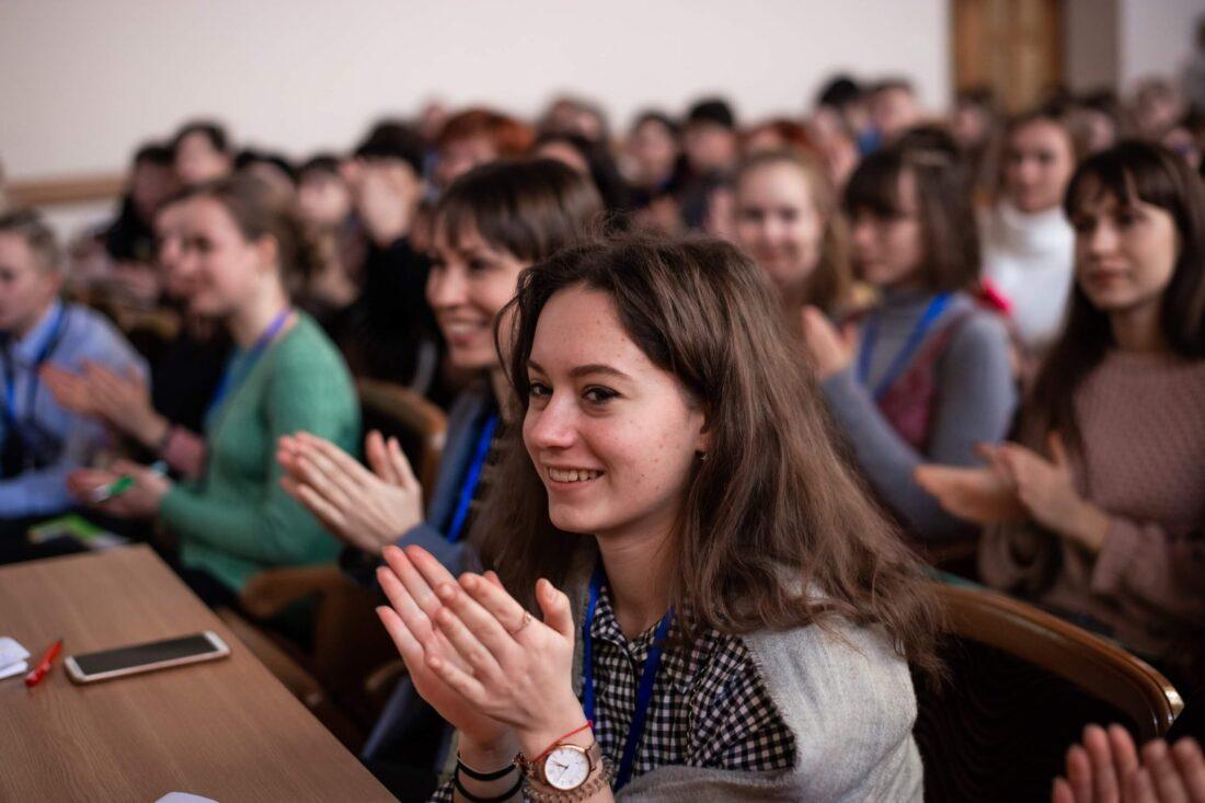 Членкиня журі національного дебатного турніру «Молодь дебатує» — Віталіна Ніжинська