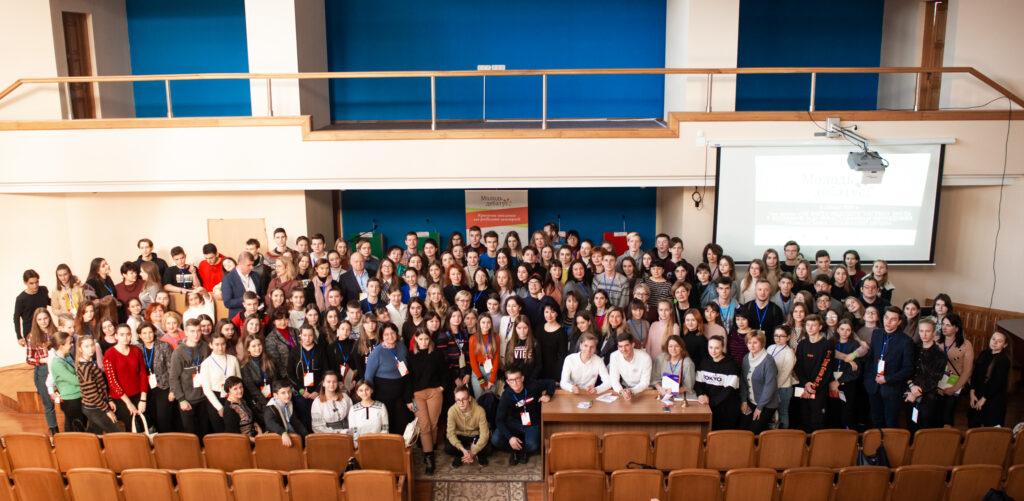 200 учасників та учасниць національного дебатного турніру «Молодь дебатує» з почесними гостями