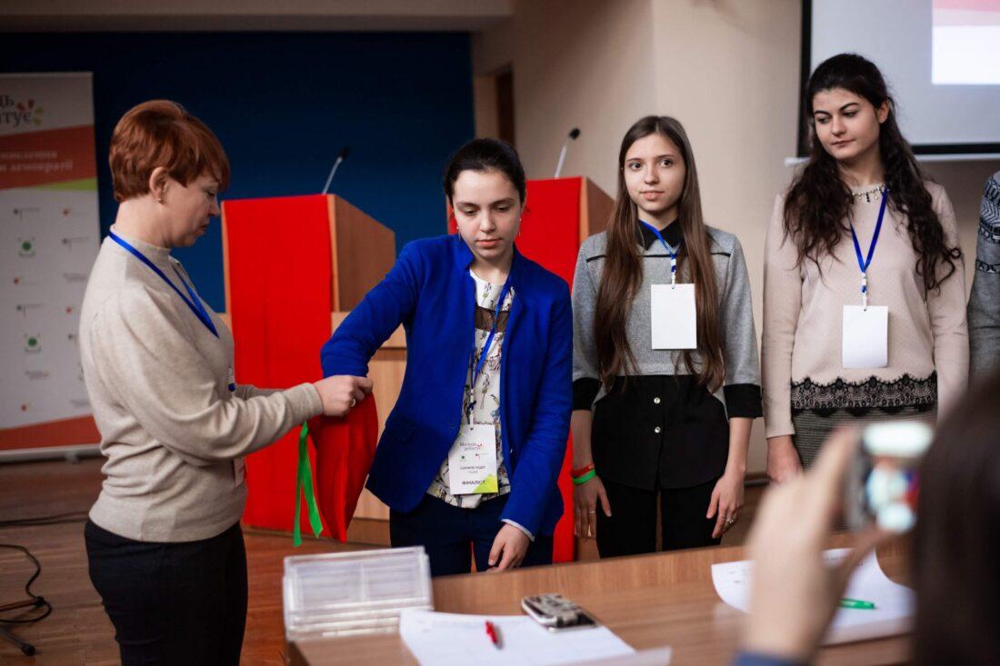Жеребкування учасниць національного дебатного турніру «Молодь дебатує»