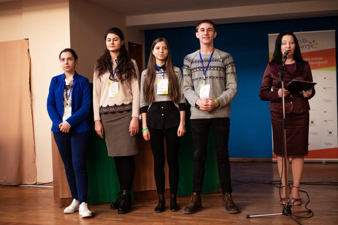 Фіналісти національного дебатного турніру «Молодь дебатує»