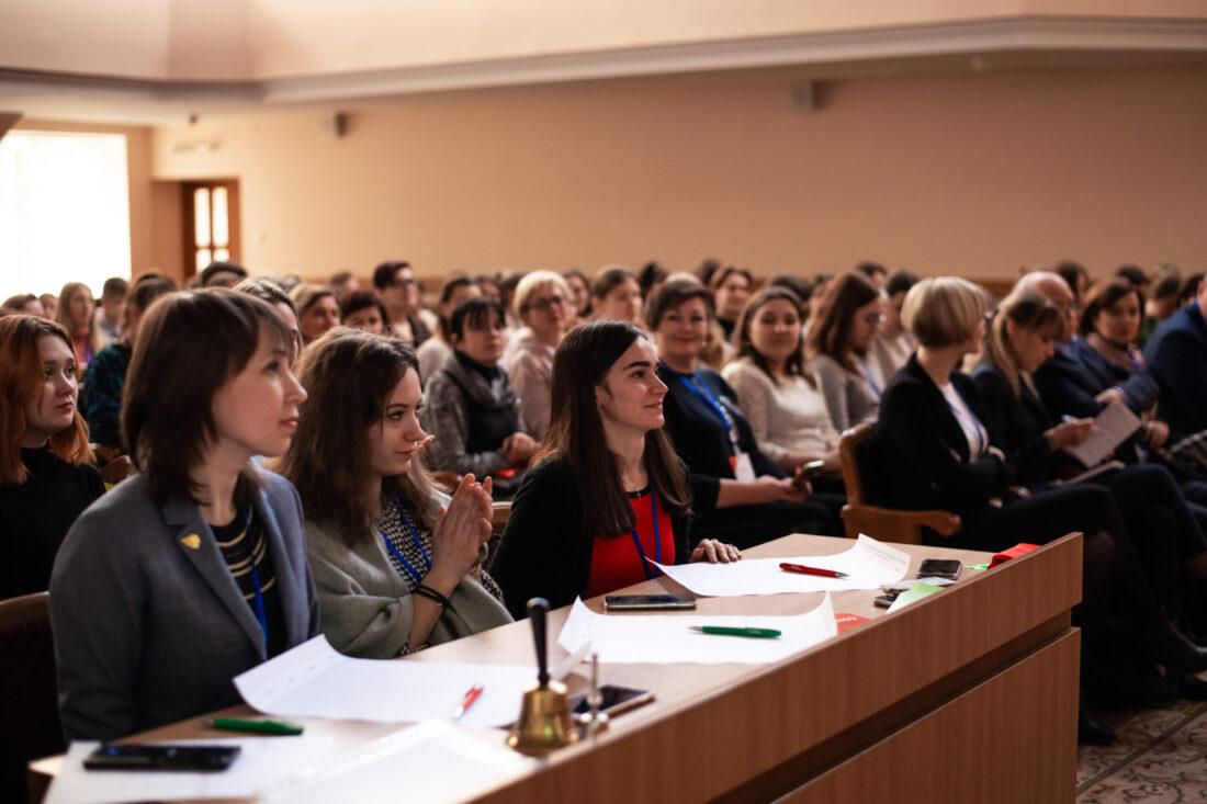 Журі національного дебатного турніру «Молодь дебатує»: Наталія Кідалова — переможниця Global Teacher Prize Ukraine 2019, Віталіна Ніжинська та Яна Гиганська, переможниці дебатного турніру «Jugend debattiert»