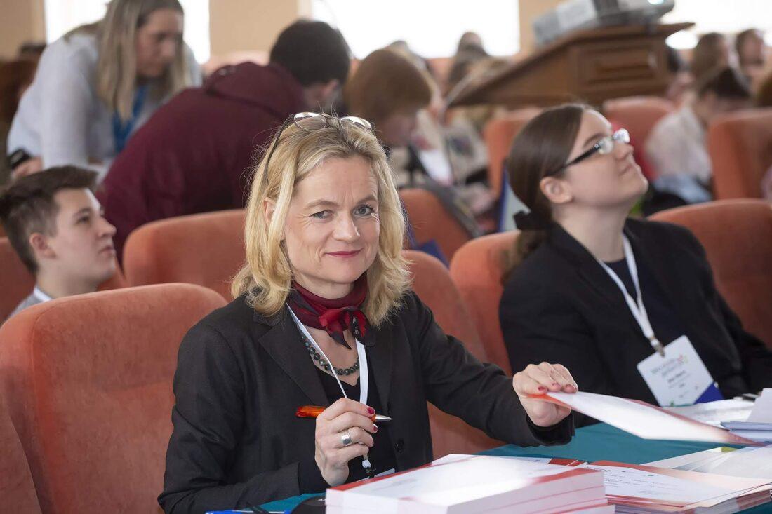 """Голова громадської організації """"Internationales Haus Sonnenberg« Віола фон Крамон, керівниця проєкту «Молодь дебатує»— шкільні дебати"""