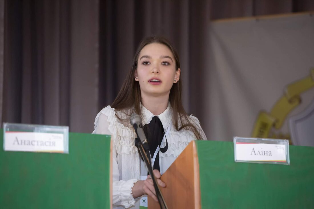 Фінальний раунд дебатів, учасниця національного дебатного турніру для школярів «Молодь дебатує» Аліна Угрімова, м.Костянтинівка