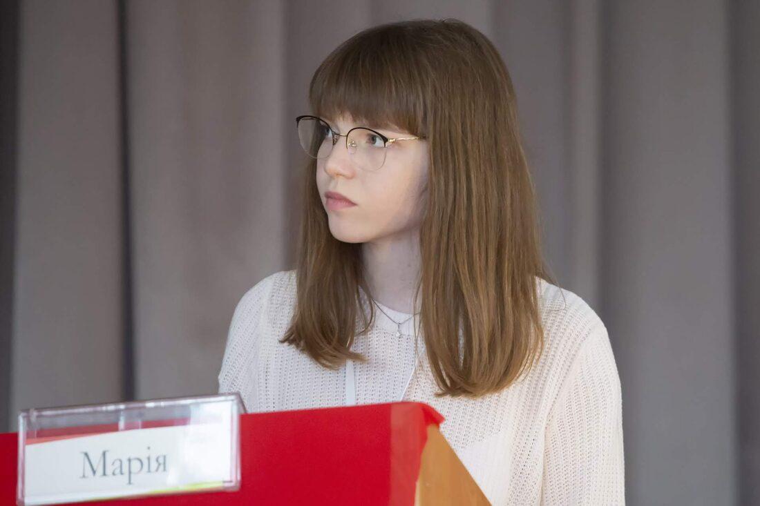Півфінальний раунд дебатів, учасниця національного дебатного турніру для школярів «Молодь дебатує», Марія Токінова, м.Дніпро