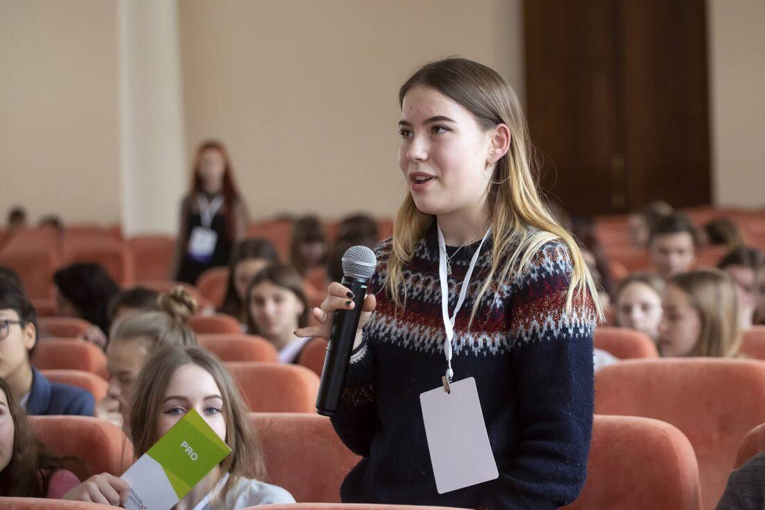 Учасники національного дебатного турніру «Молодь дебатує» — шкільні дебати