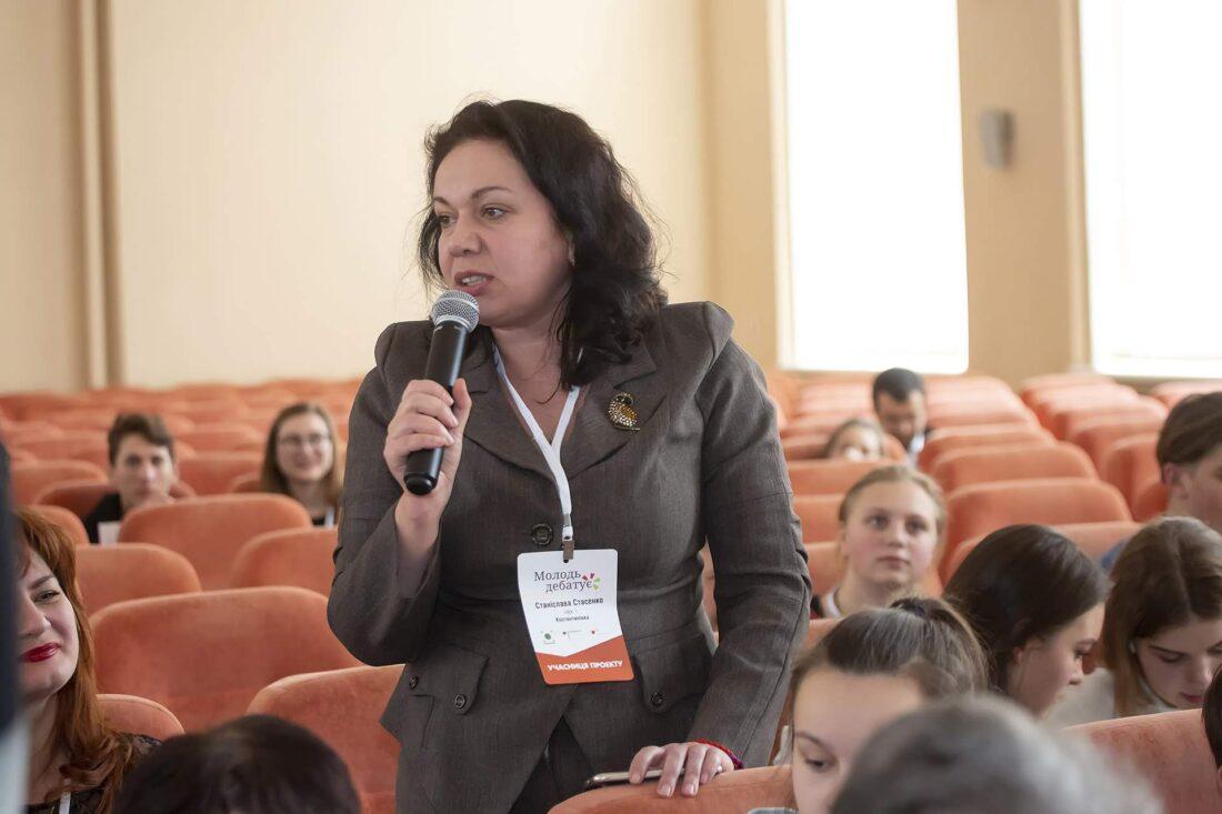 Тренерка проєкту «Молодь дебатує» Станіслава Стасенко, м.Костянтинівка