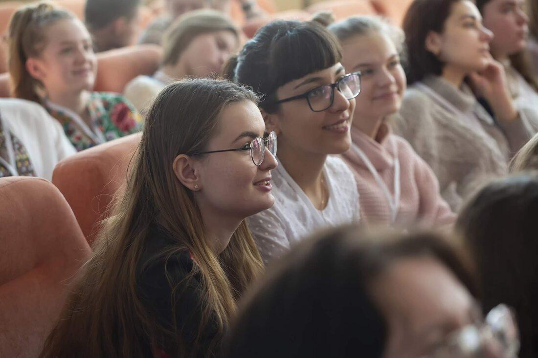 Учасниці національного дебатного турніру «Молодь дебатує» з Донецької області