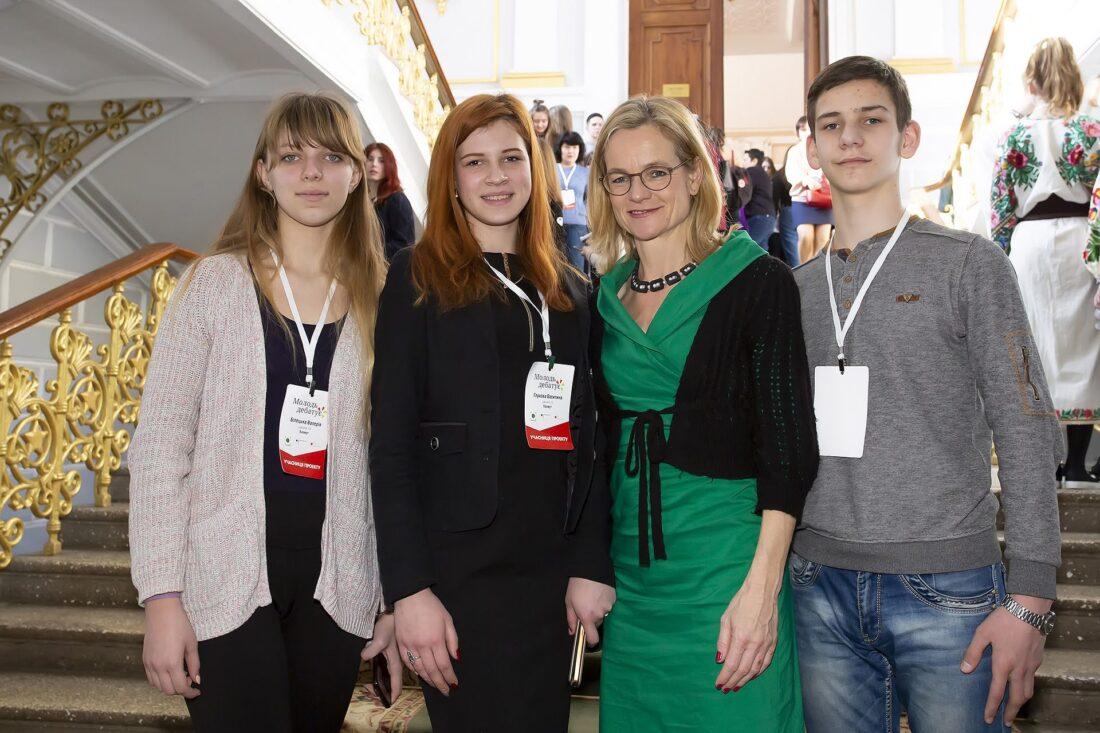 Команда учасниць/учасників національного дебатного турніру «Молодь дебатує» м.Бахмута, Донецької області