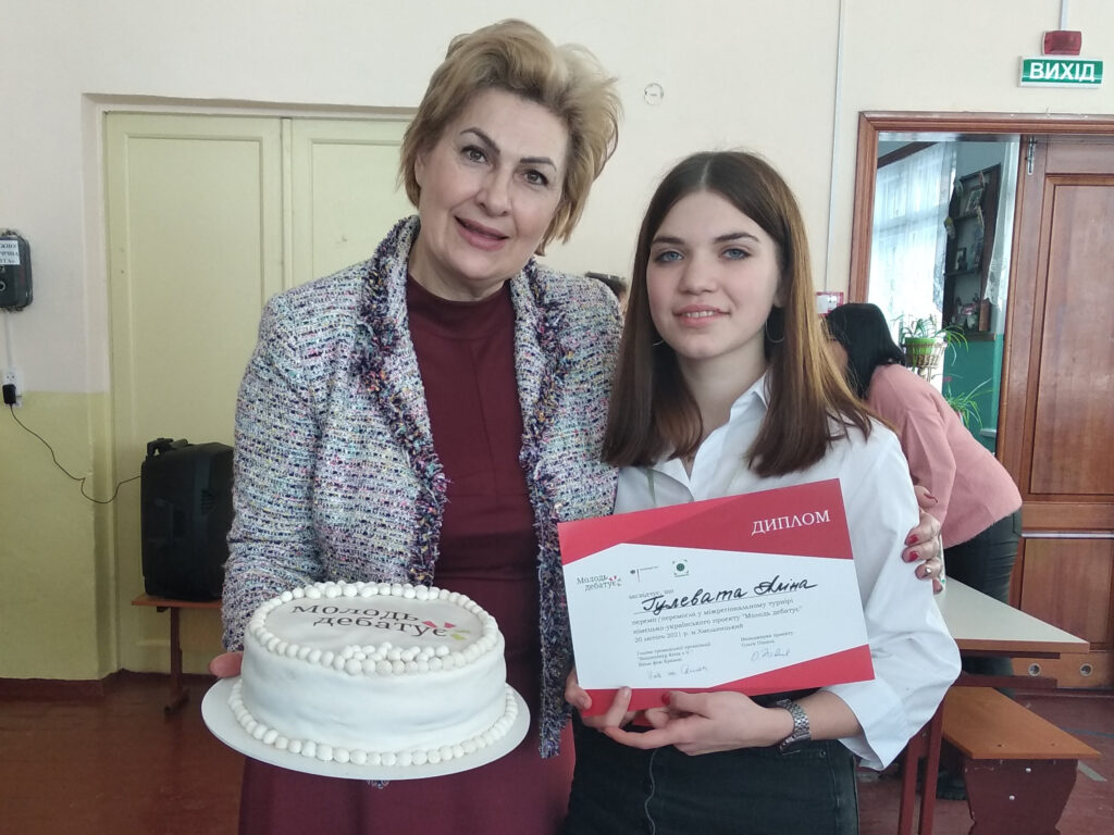 Директорка НВК9, м. Хмельницький, Ірина Томич вітає Аліну Гулевату